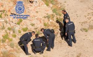 La Policía Nacional explosiona tres proyectiles hallados en una vivienda y un trastero de Murcia