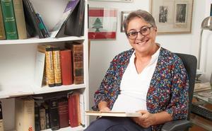 La autora de origen libanés Montserrat Abumalham publica 'Todos extraños'
