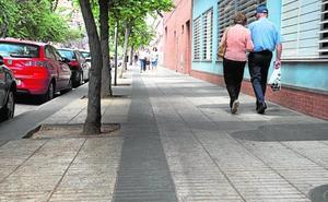 Arrecian las quejas de comerciantes y vecinos por la suciedad del Ensanche