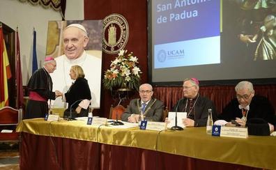 La UCAM constituye la primera orden universitaria y laica de todo el mundo