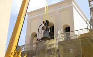 Instalan en la iglesia de Santa María de Gracia las tres campanas restauradas