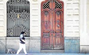 Arrancan los tiradores para forzar la puerta de la Casa Maestre