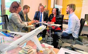 La Consejería negocia con Vueling la apertura de una ruta con Barcelona