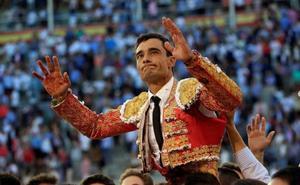Paco Ureña salió a hombros en Madrid con una costilla rota
