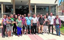 Un centenar de familias de San Pedro del Pinatar claman ante el inminente desahucio de sus pisos