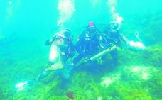 Retiran más de 200 kilos de basura de los fondos marinos de Mazarrón