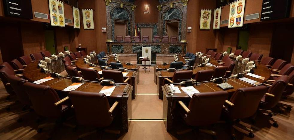 La Asamblea Regional congela las subvenciones a los grupos parlamentarios