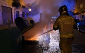 Incendian por tercera vez en un mes el mismo contenedor soterrado del barrio del Infante