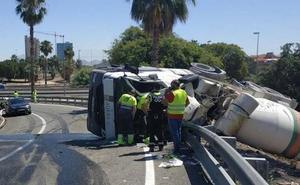 El conductor de una hormigonera resulta herido tras salirse de la vía y volcar su vehículo en Murcia