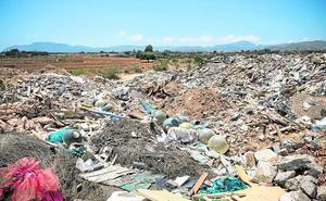 ANSE denuncia el riesgo de arrastre de residuos en la rambla de Benipila