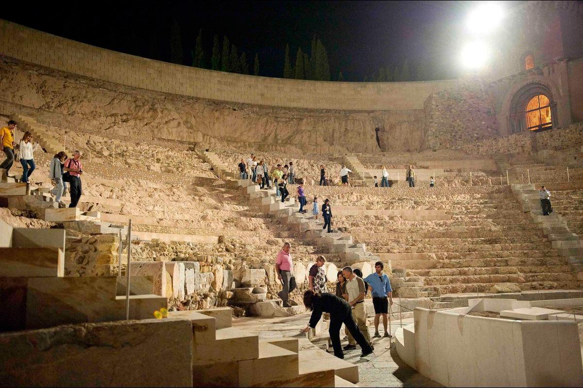 El Teatro Romano bajo la luna