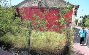 Los vecinos denuncian la suciedad y los problemas de tráfico en Torreciega