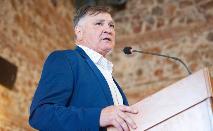 Camacho sobre el Murcia: «Es muy difícil hacer un gran equipo a base de fichajes»