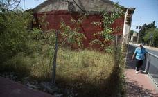 Los vecinos de Cartagena denuncian la suciedad y los problemas de tráfico en Torreciega