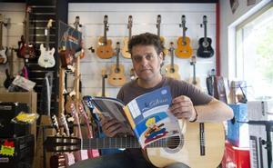 Miguel Ángel Solano invita a los más pequeños a aprender a tocar la guitarra
