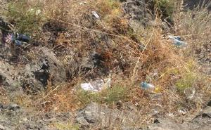Huermur denuncia acumulación de basura en el entorno del Santuario de la Fuensanta