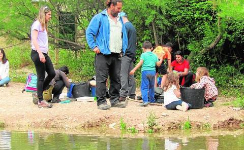 'Biobombardeo' civil en el río Chícamo y su ribera