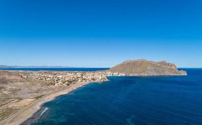 Greenpeace sitúa a la Playa de la Cola de Águilas entre las diez más amenazadas de España por la expansión del ladrillo