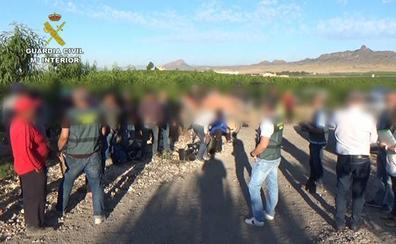 La Guardia Civil desarticula un grupo delictivo dedicado a explotar a trabajadores extranjeros