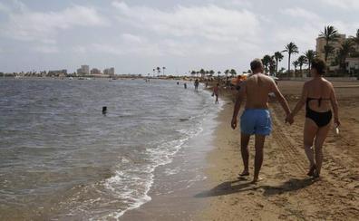 Playa Honda y La Azohía contarán con baño asistido por monitores especializados
