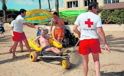 Quince playas ofrecen acceso y servicios para favorecer el baño de discapacitados