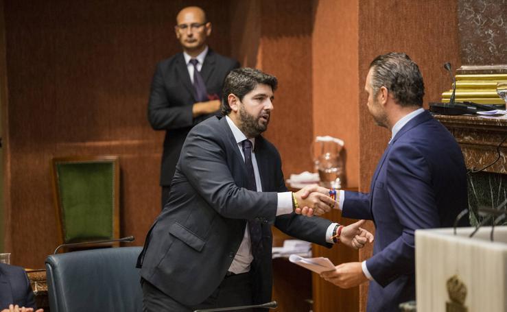 Vox impide con sus cuatro votos en contra la investidura de López Miras