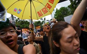 Los manifestantes de Hong Kong cantan victoria pero mantienen el pulso