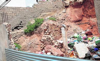 Urbanismo ordena el derribo urgente de tres casas por riesgo de derrumbe en Lorca