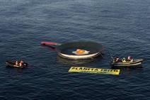 Una 'sartén gigante' en La Manga para protestar contra el calentamiento global