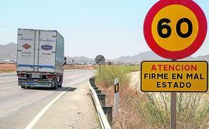 El tráfico y la falta de mantenimiento agravan el deterioro de seis carreteras del municipio