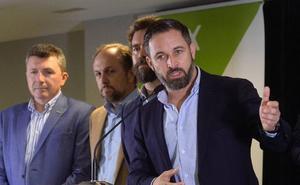 Abascal asegura que no tiene «líneas rojas» para alcanzar un acuerdo en la Región y Madrid