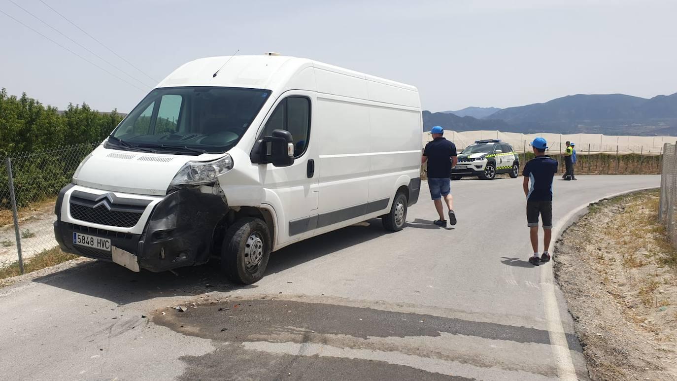 Tres heridos en un accidente de tráfico tras la colisión entre dos furgonetas en Cieza