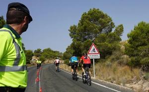 La DGT instala señales para alertar si hay ciclistas en puntos críticos de las carreteras de la Región