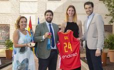 López Miras: «Es un orgullo pertenecer a la misma región que una campeona como Laura Gil»