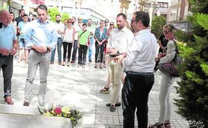 La Corporación de Lorca recuerda a Miguel Ángel Blanco con una ofrenda floral