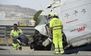 Un muerto y un herido al salirse una furgoneta de la carretera en Mula