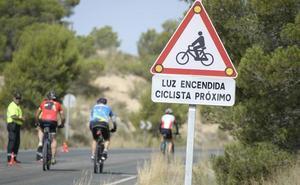 Nuevas señales luminosas protegen a los ciclistas en tramos peligrosos