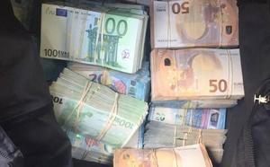 Pillan con 370.000 euros en el coche a un joven con antecedentes por tráfico de drogas en Murcia