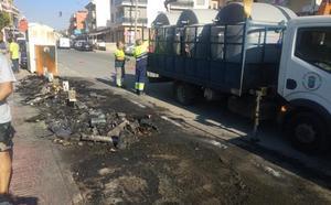 Una oleada de incendios calcina una decena de contenedores en Mazarrón