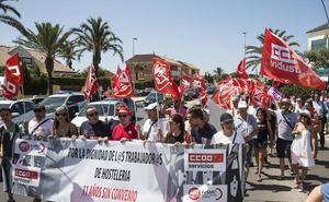 Unos 150 manifestantes reivindican un convenio de hostelería con subidas salariales