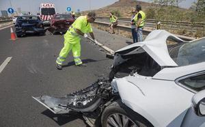Tres coches implicados en un choque en cadena en la entrada a Cartagena por la A-30