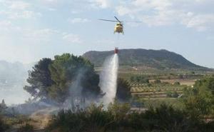 Estabilizado el incendio forestal declarado cerca de la vía verde de Bullas