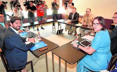 El pacto para la investidura de López Miras queda a la espera de Abascal
