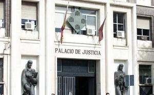 Investigan si una mujer maltrató durante años a su hija adoptada en la Región