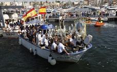 Miles de fieles honran por tierra y mar a la Virgen del Carmen en San Pedro