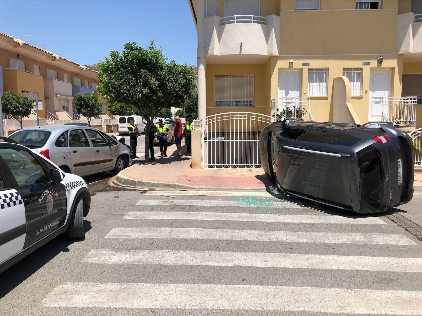 Dos heridos en una aparatoso choque en el casco urbano de Alhama