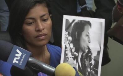 Una clarinetista es liberada tras pasar 45 días en prisión por criticar a Nicolás Maduro