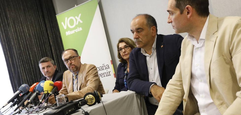 Vox renuncia a modificar la ley LGTBI para apoyar la investidura de López Miras