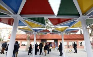 La colocación de pérgolas y las mejoras en aseos centran los trabajos en los colegios de Murcia
