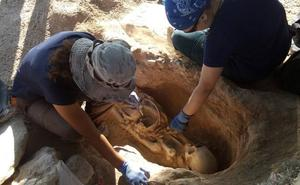 Hallan una decena de tumbas en el yacimiento romano de Villaricos de Mula
